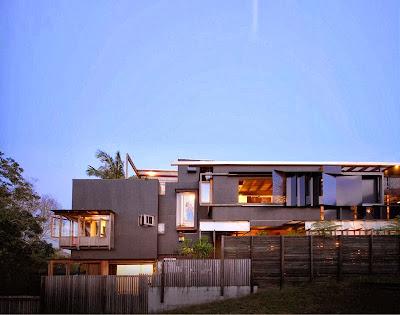 Rumah Teduh Dengan Material Kayu Dan Tanaman Hijau 11