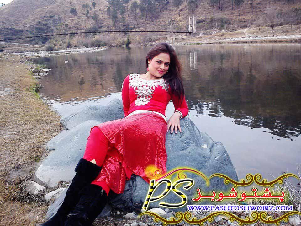 Queen of Pashto Cinema Sobia Khan New Photos in Film Sarkar
