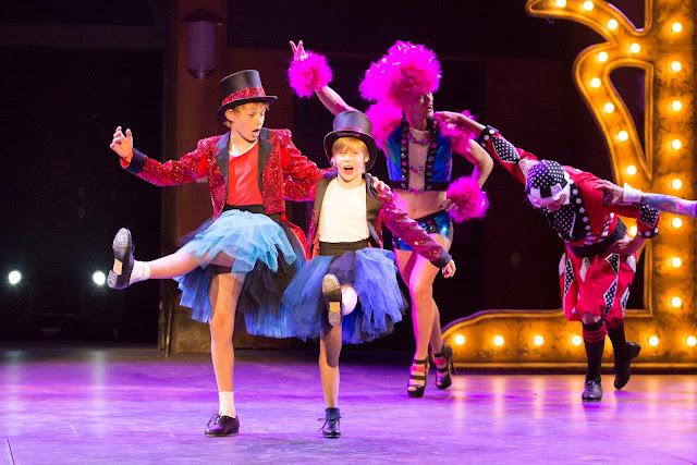 Billy Elliotiin työryhmään kuuluu 38 lasta ja nuorta. Kuva: Helsingin Kaupunginteatteri, Mirka Kleemola