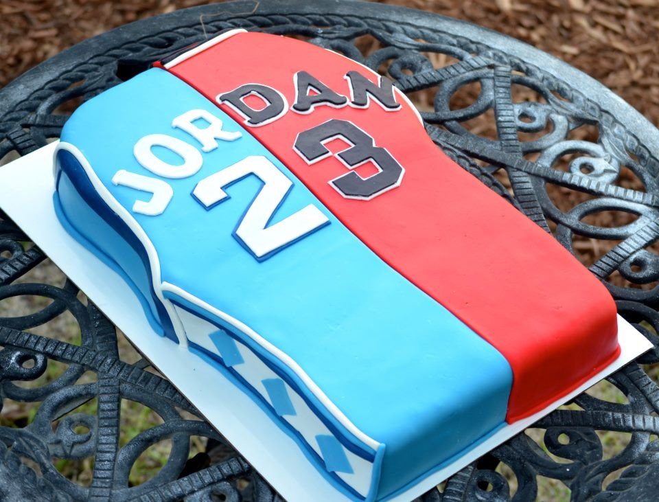 Traylor Made Treats Michael Jordan Jersey cake