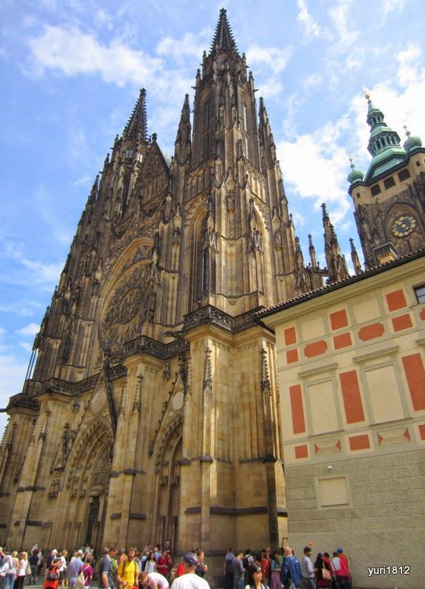 Главный фасад собора святого Вита. Первый камень собора был заложен 21 ноября 1344 года.