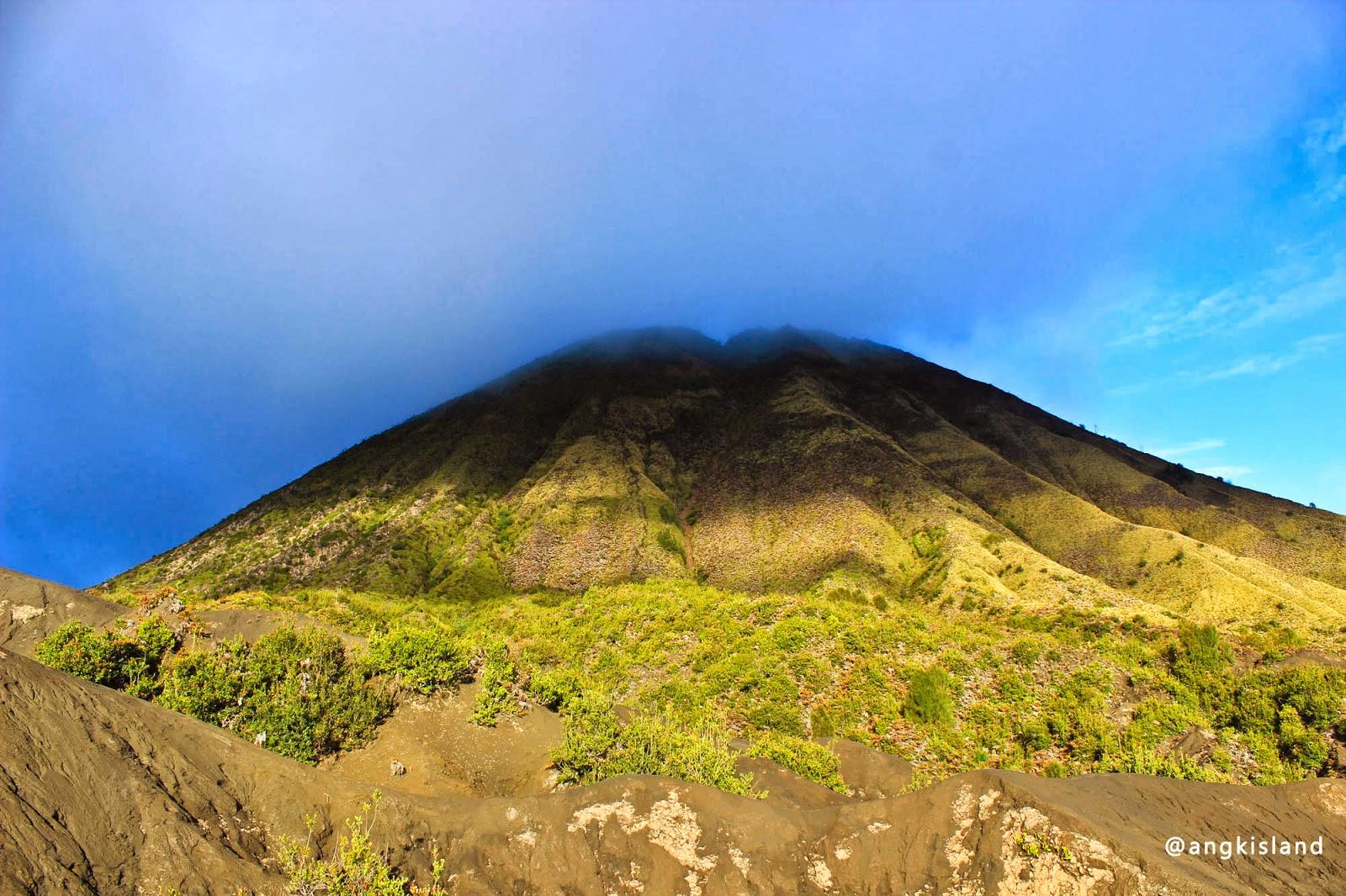 Gunung batok pagi hari