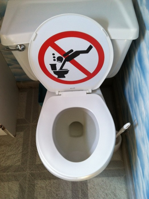 Corner Toilet Canada : Toilet in Tobermory, Ontario, via Dimas Corner .