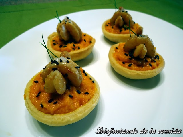 Tartaletas de Gambas marinadas sobre puré de Zanahoria