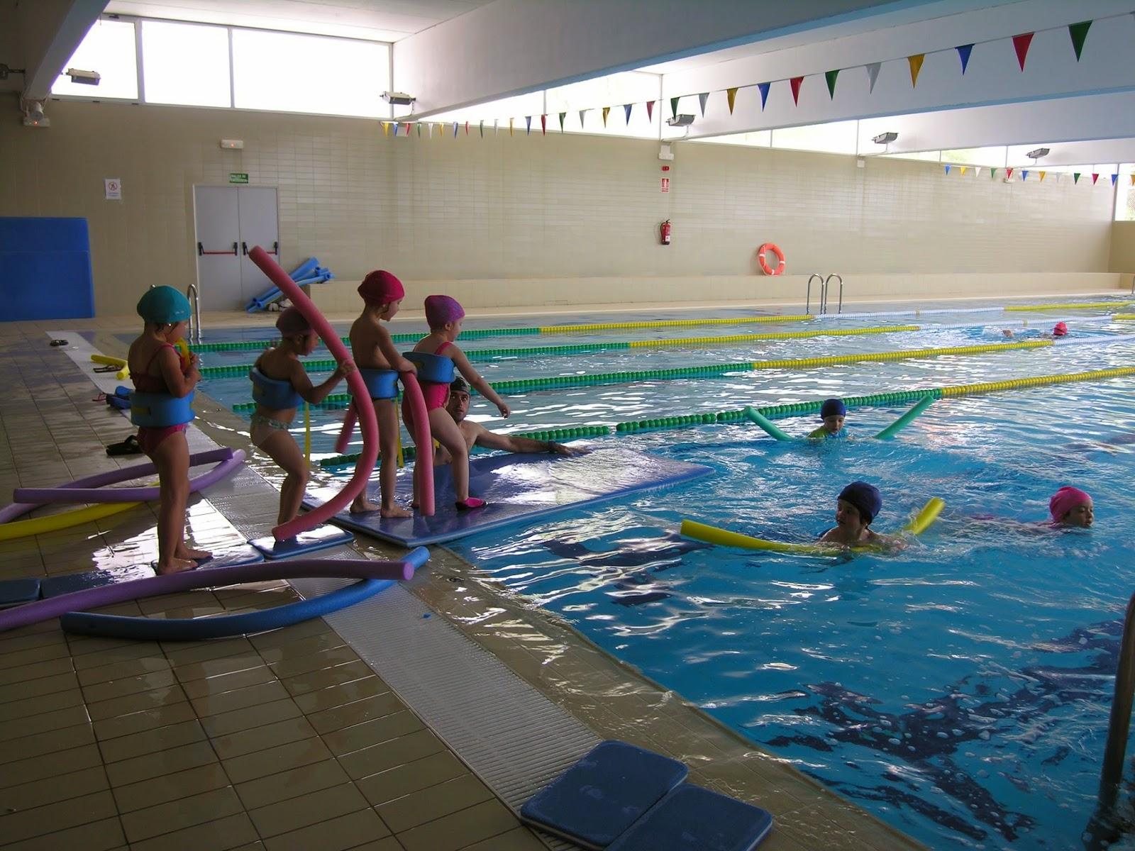 Los cursos de nataci n de la piscina cubierta encaran la for Piscinas merino