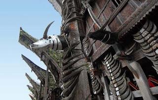 merupakan penyimpanan tanduk kerbau biasanya akan di simpan di sebua rumah yang disebut tongkonan.  http://www.flickr.com/photos/23817875@N04
