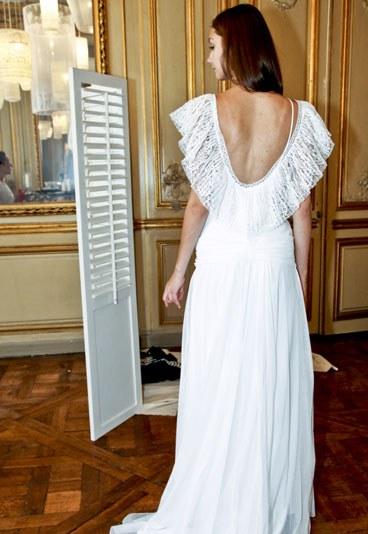 wedding spirit blog mariage robe de mariée delphine manivet dos nus dentelle décolleté robe honorin