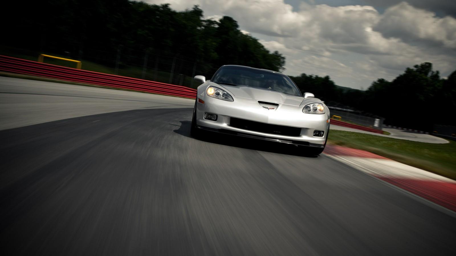http://4.bp.blogspot.com/-Fst10v2TOq8/UJXFsi-QLxI/AAAAAAAAHFM/H76z_jrYdeA/s1600/chevrolet-corvette-ZR1-2013-ssports-car-exterior-front-view-silver-.jpg