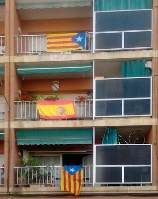 Esteladas y bandera española
