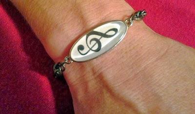 https://www.etsy.com/listing/166213312/treble-clef-bracelet?ref=favs_view_4