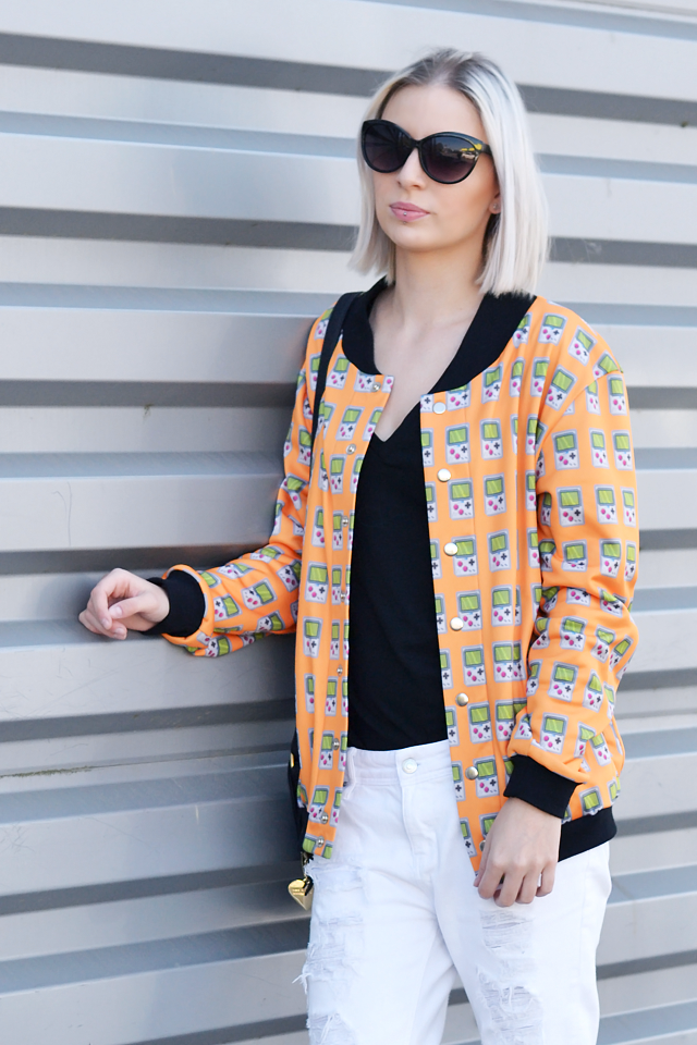 Belgian fashion blogger: Marc b dylan bag, game boy jacket, mr gugu & miss go, h&m divided v neck t-shirt, mango ripped boyfriend jeans, white jeans, h&m sunglasses, zara high heels, sandals. Casual street style, orange, mode blogger, belgie