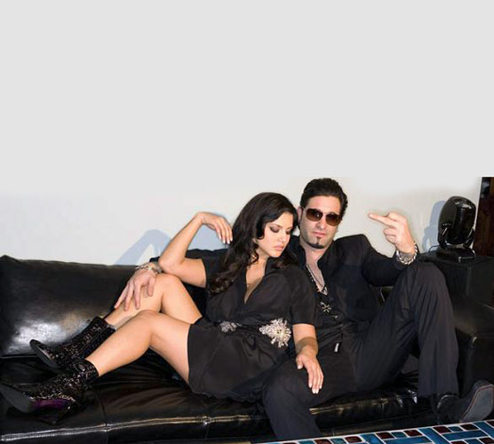Sunny Leone Hot Bikini S With Her Husband Wallpapers Posters