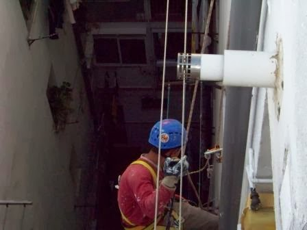 Problemas con los canalones y bajantes canal n trabajos - Como colocar un canalon ...