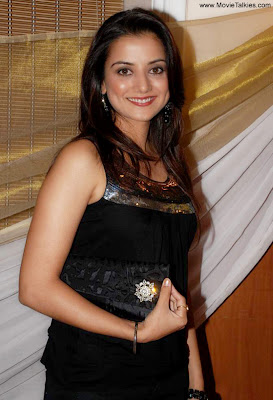 Kulraj-Randhawa-Bollywood-Actress-Hot-Photos