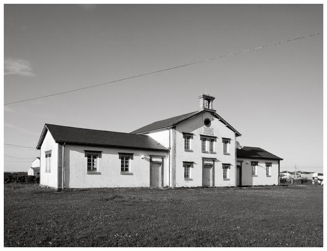 Edificio de aula/escuela rural de Busto (Valdés)