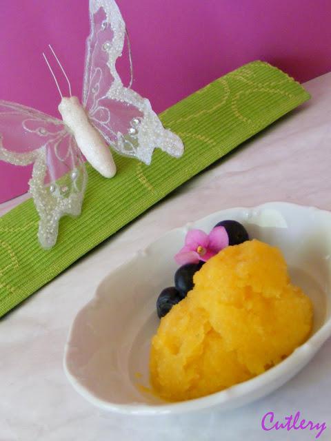 Broskyňovo bazalková zmrzlina