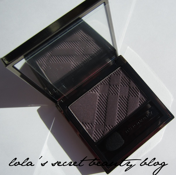 lola's secret beauty blog: Burberry Sheer Eye Shadow in Midnight Plum No.19: Review & Swatches!