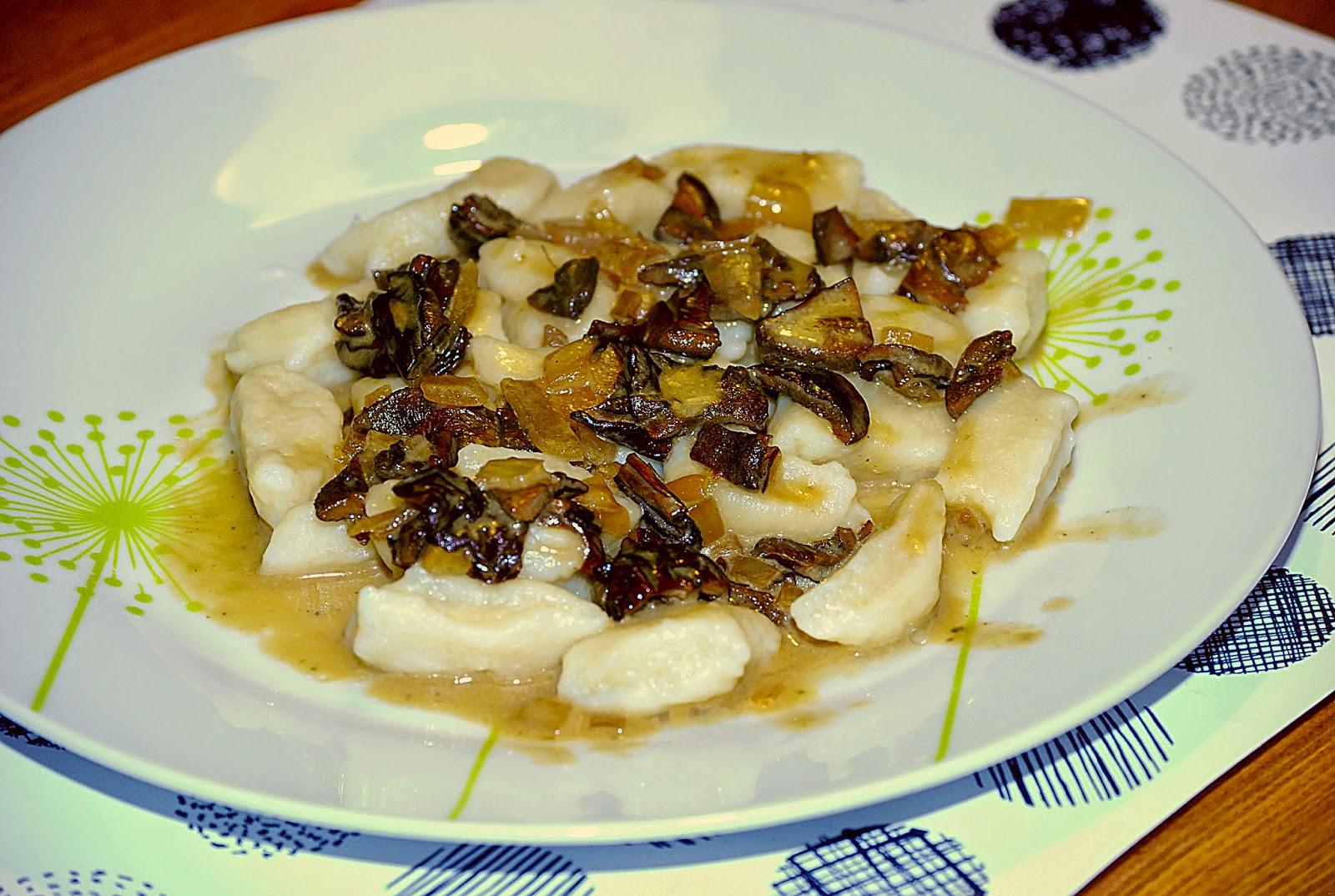 http://lunchkobietka.blogspot.co.uk/2014/12/kopytka-z-sosem-grzybowym-z-suszonych.html