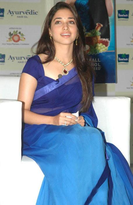 Tamannaa Bhatia - Stránka 3 Tammanah_Cute_in_Blue_saree_at_parshute_campaign+%285%29