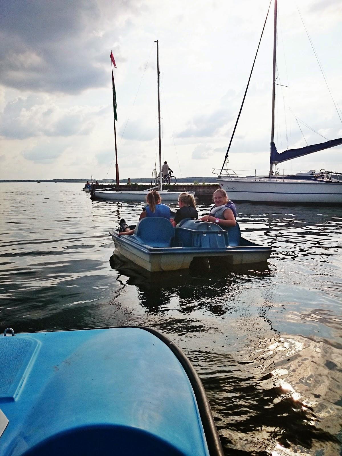 rower wodny,wakacje,jezioro Miedwie,szczecin,rowery wodne nad jeziorem,dzieci nad jeziorem,dzieci na rowerze wodnym,kapoki,jezioro zachodniopomorskie