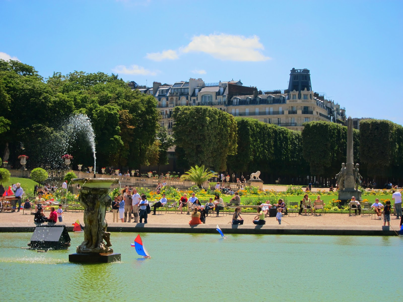 Jardin du luxembourg ladies abroad for Alexandre jardin nu