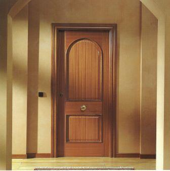 El mundo de lucrecia la puerta for Fabrica de puertas en villacanas