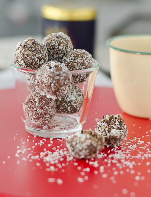 apricot-seeds-nuts-balls