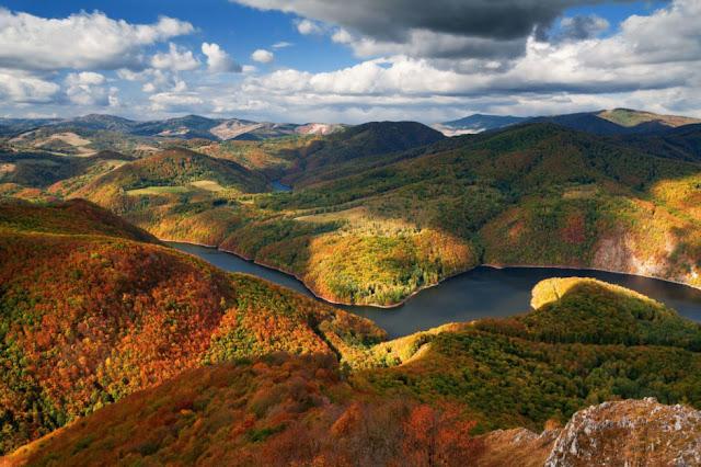 Musim GugurYang DilihatDari Atas Bukit di Makedonia