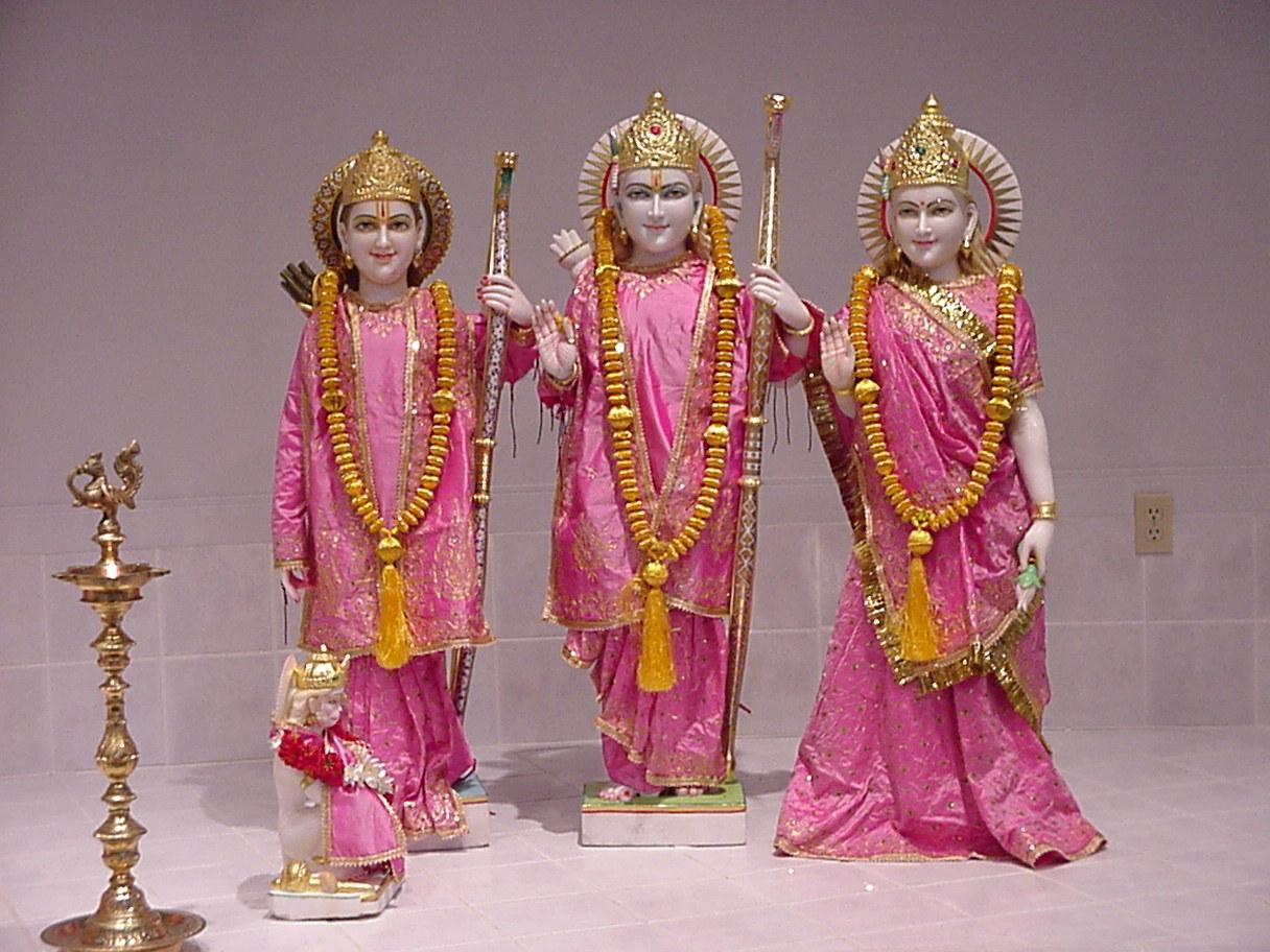 http://4.bp.blogspot.com/-FvKCdNaEEuo/TkLfMyA8GbI/AAAAAAAAALY/nbo6PVTdZSU/s1600/Lord-rama-family.jpg