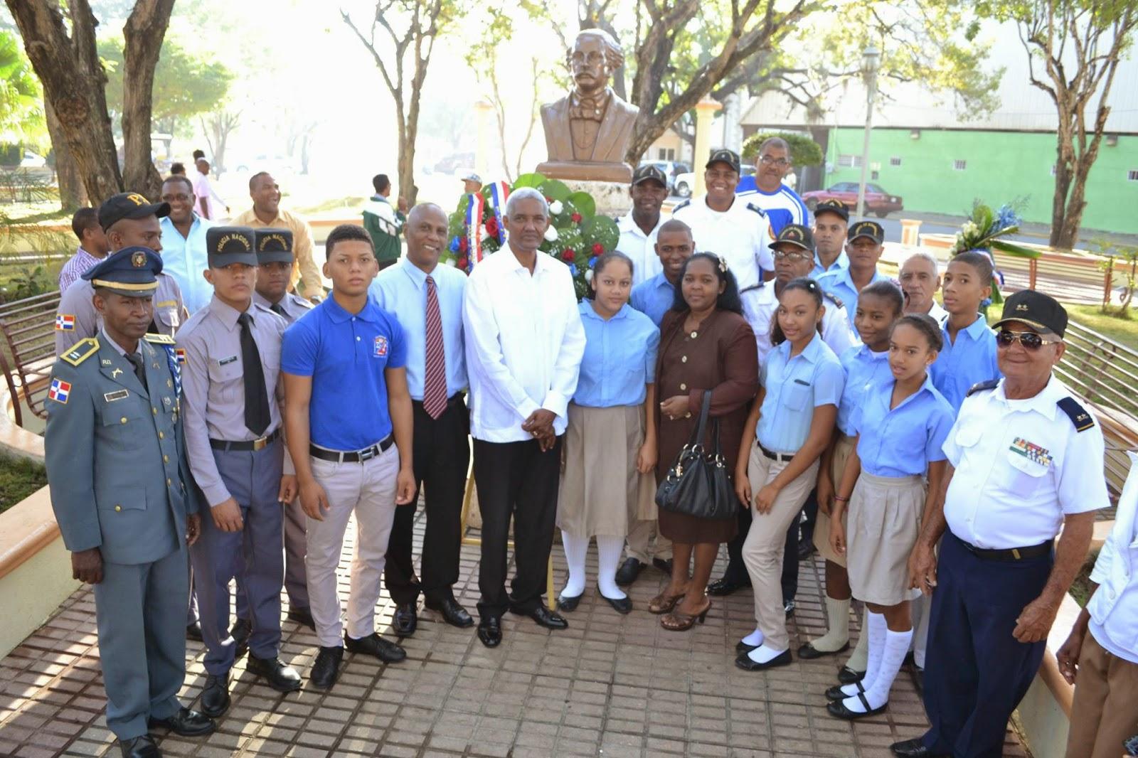 Alcalde Isaías Valdez exhorta a los jóvenes a seguir el ejemplo, trabajo, sacrificio y superación de los trinitarios
