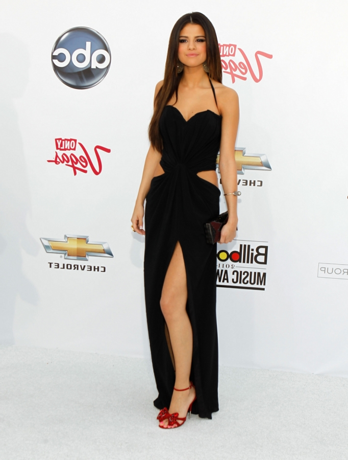 who is selena gomez dating 2011. ieber dating 2011, Selena