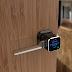 Fechadura inteligente permite destrancar porta com smartphone.