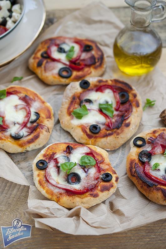 Mini pizzerki z oliwkami