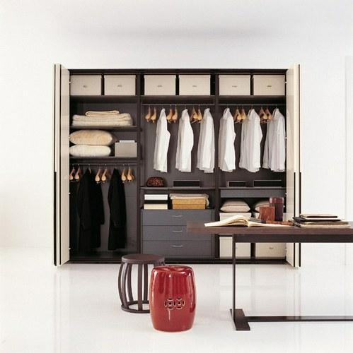 trucos para organizar la ropa de los armarios en casa