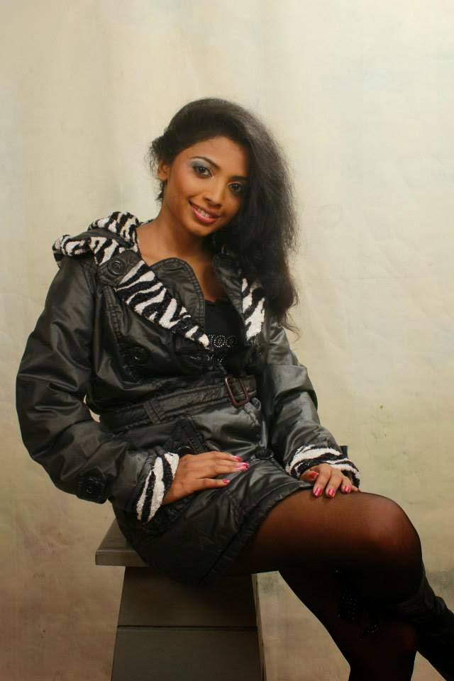 Lakshika Jayawardhana black hot