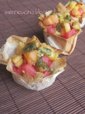 cestini di frutta con basilico caramellato