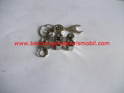 Tutup Pentil + Gantungan Kunci Logo