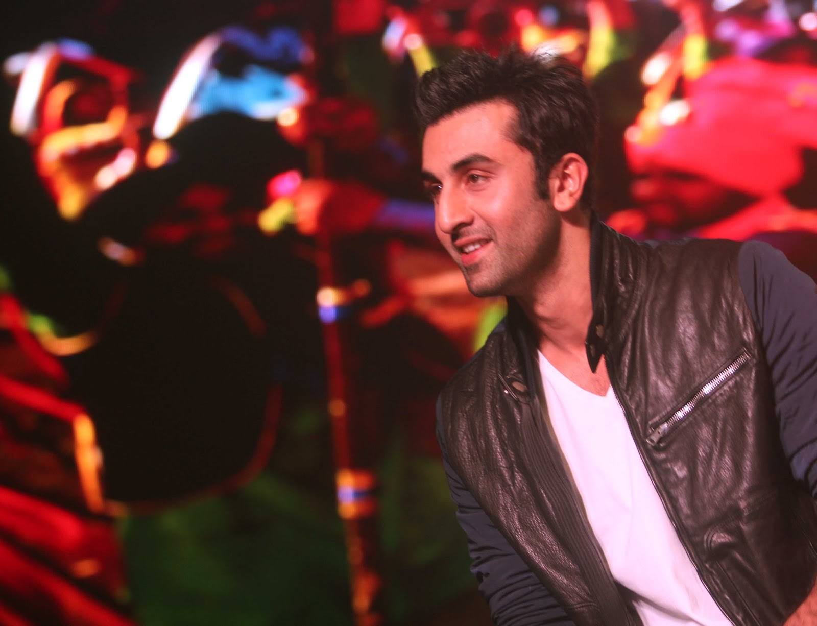 http://4.bp.blogspot.com/-FwXQxX2xHfA/UinBAJ16v4I/AAAAAAABiQc/CGuCIPnQBPk/s1600/Ranbir+Kapoor+at+the+launch+of+song+%2527Aare+Aare%2527+from+movie+%2527Besharam%2527+%252813%2529.JPG