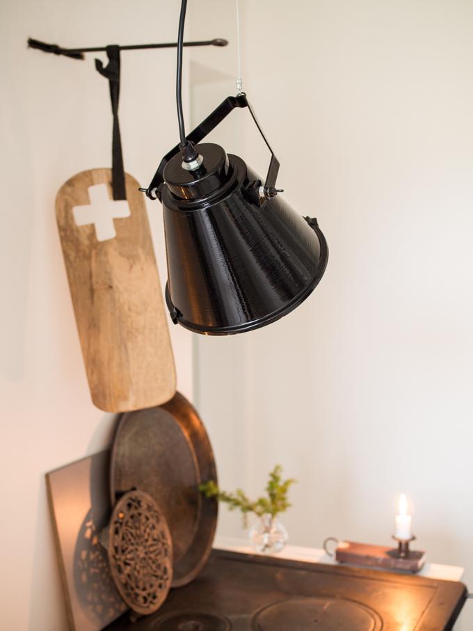 talvi kotona sisustusblogi, sisustus lifestyleblogi tohkeissaan, taljat sisustuksessa moderni keittiö puuliesi, house doctor Salonki & sisustus Akkuna