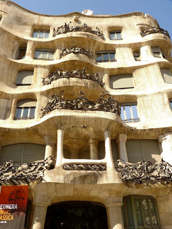 Jewel yet to find casa mila la pedrera antoni gaudi barcelona part 5 - Casa la pedrera gaudi ...