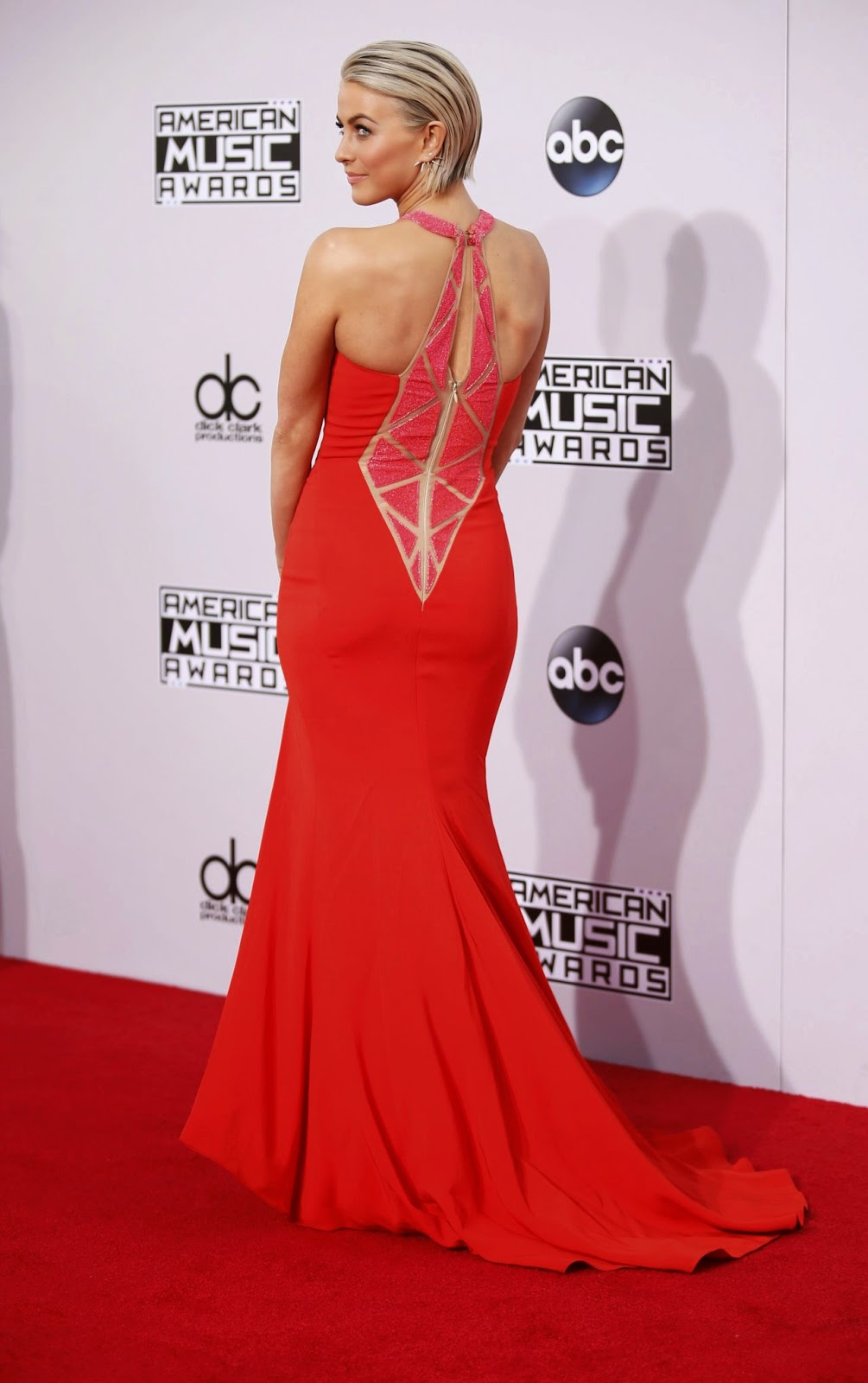 Julianne Hough - 2014 American Music Awards - Red Carpet