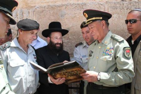 China Chief of Staff at the Western Wall