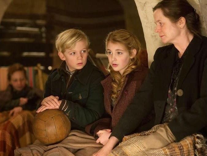 Nico Liersch (Trudy), Sophie Nélisse (Liesel) y Emily Watson (Rosa, madre adoptiva de Liesel)