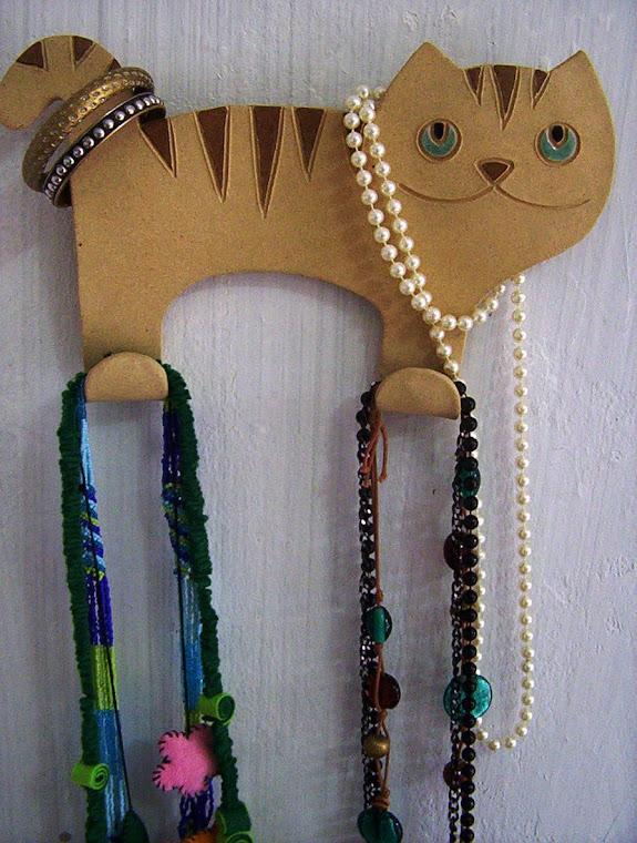 gato porta colares, lenços, toalhas, etc...