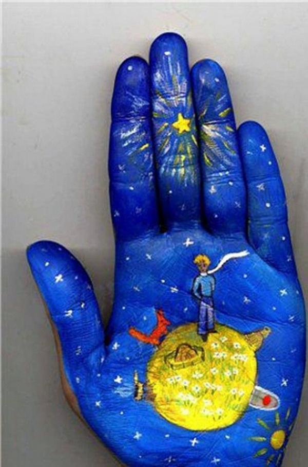 Artista russa Svetlana Kolosova desenha contos de fada na Palma da Mão