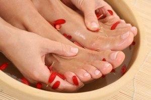 Что делать сильно потеют ноги