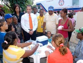 ASDE y Salud Pública realizan jornadas social en el sector Simonico de Villa Duarte