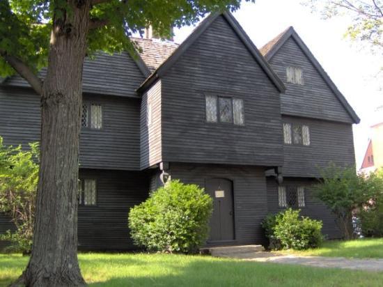 WITCH HOUSE - CORTE DE LAS BRUJAS
