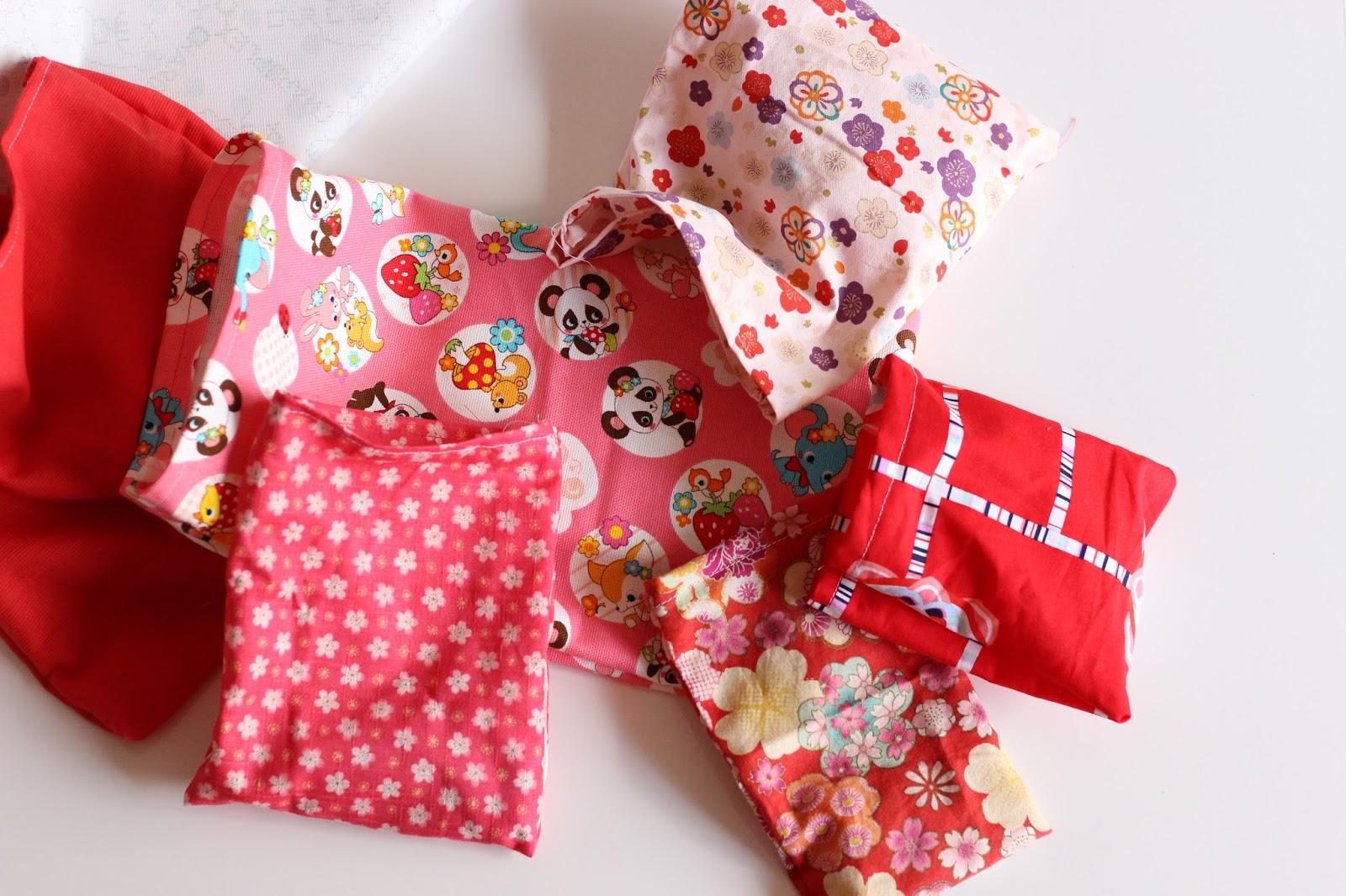 pochettes tissus rose et rouge