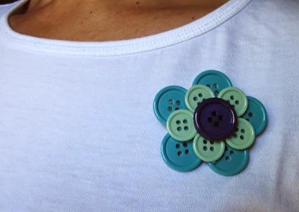Broche de botones azul